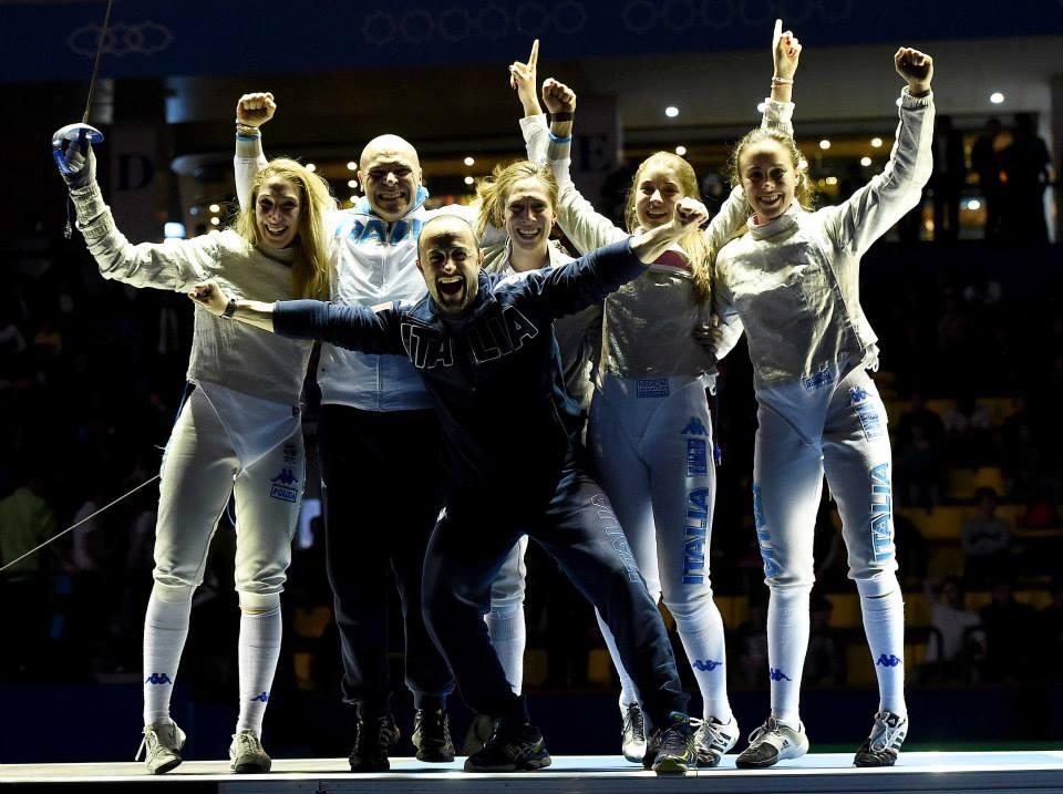 Finalmente è ORO. Dopo un molto più che amaro bronzo europeo le sciabolatrici si prendono la loro meritata rivincita. Sofia Ciaraglia, Rebecca Gargano, Chiara Mormile ed Eloisa Passaro sono le nuove campionesse del mondo.
